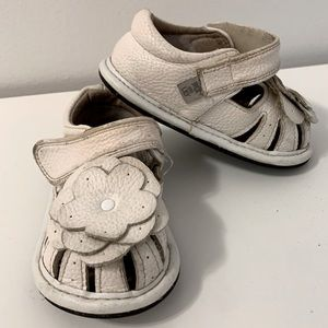 Jack & Lily White Leather Layered Flower Flat Shoes 18-24 months